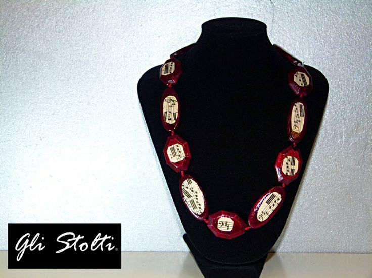 Collana in legno decorata con veri spartiti musicali. Gli Stolti Original Design. Handmade in Italy.  http://gli-stolti.blogspot.it/2014/03/collane-in-legno-decoupate-spartiti.html  #moda #artigianato #design #madeinitaly #shopping #roma #bijoux #musica