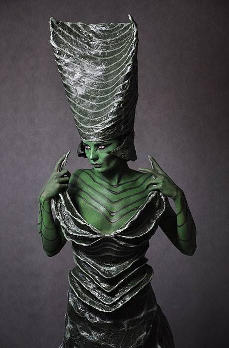 costume & bodypainting - inspiration - Macroworld model: Kasia Arak place: Warsaw School of Arts  material: net, toilet paper, paints, glue