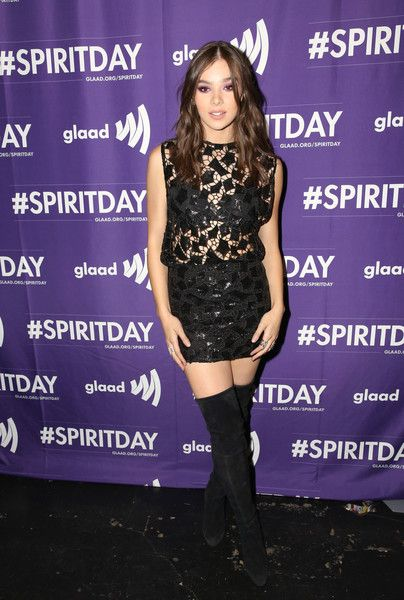 Hailee Steinfeld Photos - Hailee Steinfeld at Justin Tranter And GLAAD Present 'Believer' Spirit Day Concert at Sayer's Club on October 18, 2017 in Los Angeles, California. - Justin Tranter And GLAAD Present 'Believer' Spirit Day Concert
