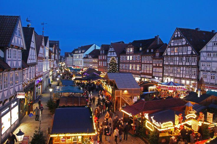 Übersicht vom Weihnachtsmarkt auf dem Großen Plan.