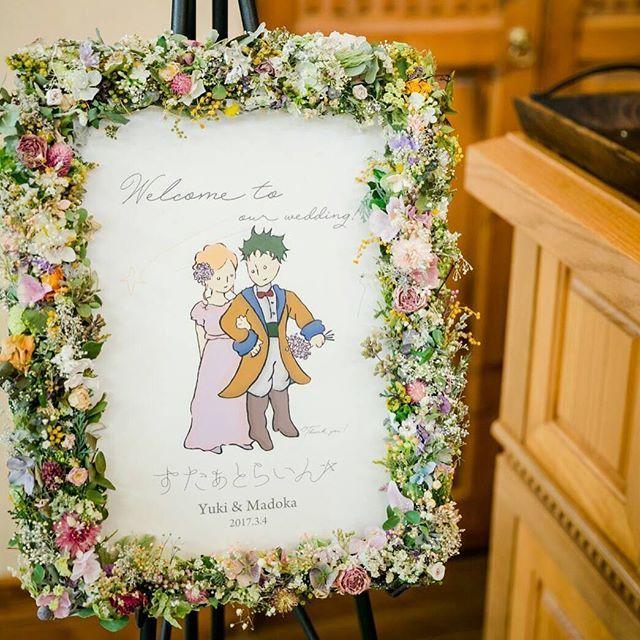 . . welcome board @mado.wedding . . もう一つの大事なテーマ*。星。* . ウェルカムボードは星の王子様風というオーダーでイラストを描かせてもらいました♡ . . 事前に見せてもらっていた、まどか氏が着る可愛らしいスミレ色のドレスが、本当に本当に似合っていたのでそれをイメージしてイラストまどかにも着せました♡ふふ . . 仕上げにこんなに愛らしい額に入れてもらえて、おまけにこんなに素敵にお写真まで撮ってもらえて、本当に本当に幸せです*。 . . #オランジュベール#BRASS#ブラス#ブラス花嫁#デザイン#オリジナルデザイン#ウェルカムボード#welcomeboard#結婚式#ウェディング#ゼクシィ#ハナコレ#ハナコレ花嫁#花嫁#プレ花嫁#卒花#デザイナー#デザイナー夫婦#イラスト#星の王子様#星#スター#OKAMURADESIGNLAB