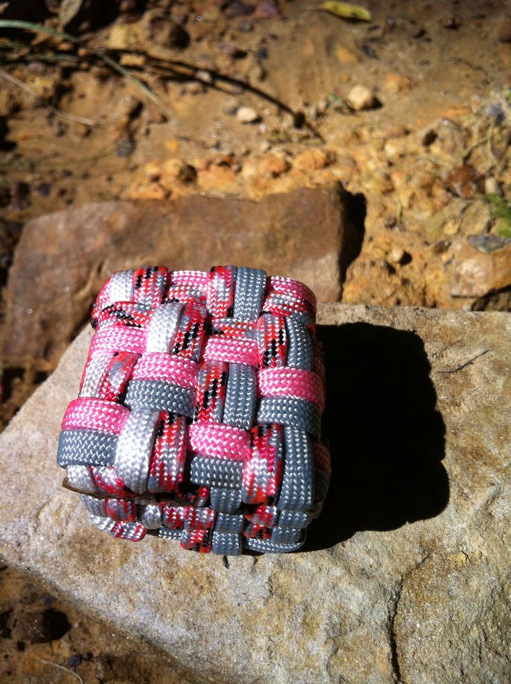 Cool paracord cube keychain go to my facebook page for Cool paracord projects