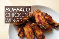 Schon längere Zeit versuche ich ein gutes Rezept für scharfe, knusprige Chicken Wings zu finden. Meine ganz eigene Mischung der besten Rezepte, die das Internet so hergibt, findet sich unten :-) Zutaten (für 2 Personen): 500g Hähnchenflügel 1 EL Arrowroot-Mehl (Pfeilwurz-Mehl) 1/2 EL Papr