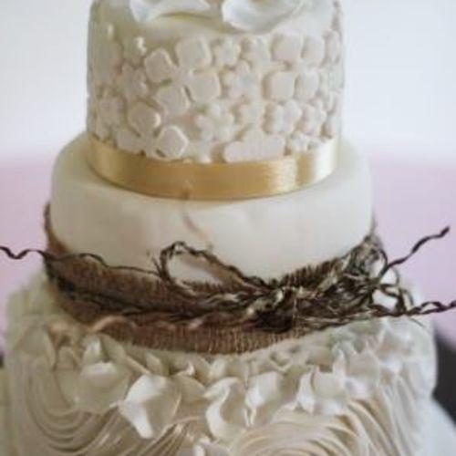 Foto kue pernikahan oleh Ika Bali Cake
