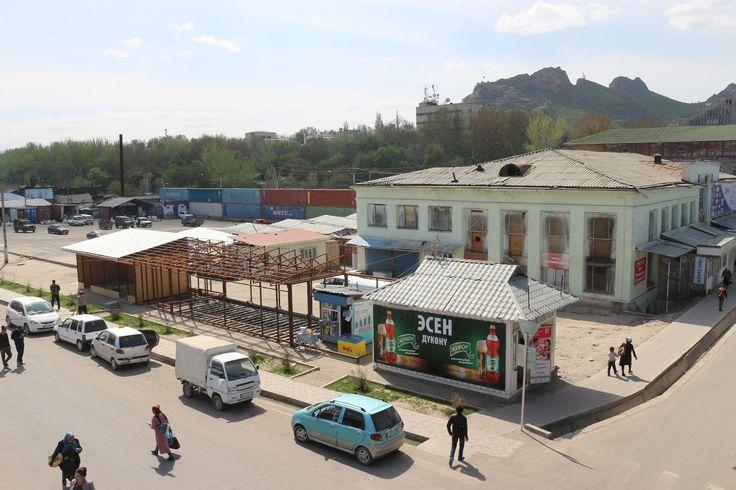 Road from Osh to Tashkent overland - Uzbek border crossing