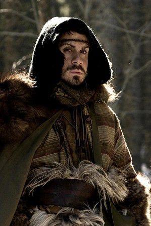 Yvain, contrairement à la légende originale, est le fils de Léodagan et de Séli. Il est donc le beau-frère d'Arthur (bien que le roi ait toujours du mal à s'en souvenir).