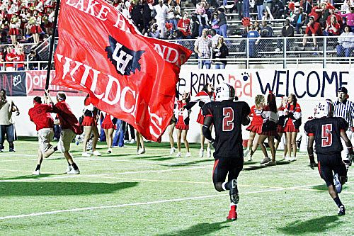 Lake Highlands Wildcats At Wildcat Ram Stadium Dallas Texas High School Football Football Images School Football