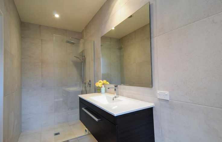 Arthur's Point House   Small Space Shower Bathroom, Marble Tile, Wet room Shower   NZ Homes   Build me.   www.buildme.co.nz  