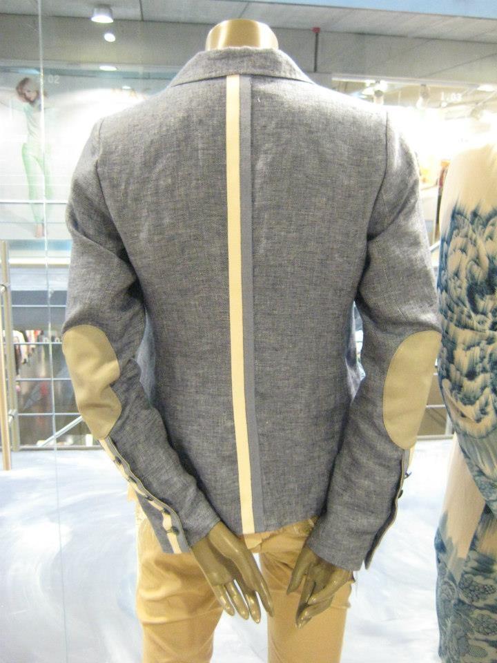 Mooi spijkerblauw jasje met ecru van GUSTAV. Nu verkrijgbaar bij @SeasonsNijmegen