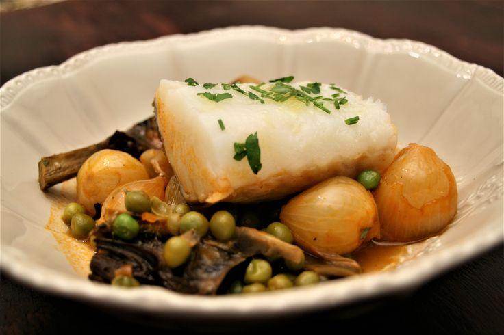 Cocina de Cuaresma. Bacalao con cebolletas, guisantes y alcachofas
