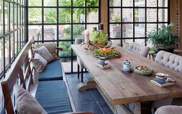 inspiratie voor de keukentafel, mooie lange houten tafel van t... Door 300363