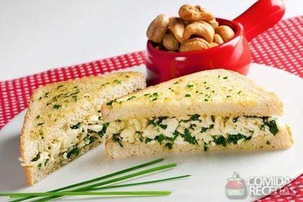 Receita de Sanduíche quente de espinafre e queijo em receitas de paes e lanches, veja essa e outras receitas aqui!