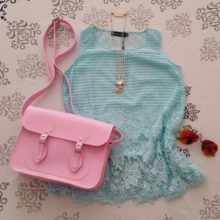 Regata de renda delicada verde água + óculos espelhado aviador vermelho + colar + bolsa Croisfelt satchel 11'' rosa chiclete #combinação #fashion #romantica #moda #look