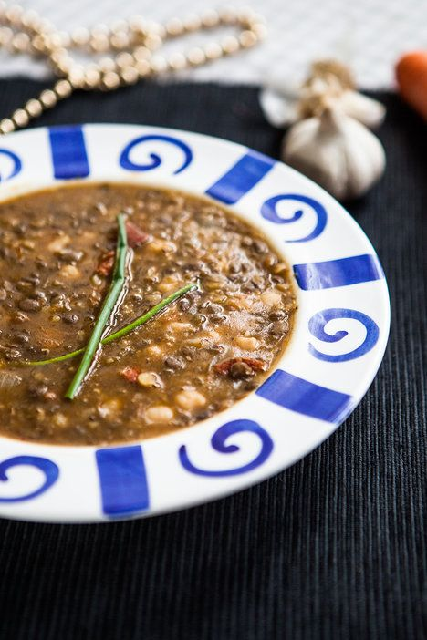 Lusteninova polévka je lehce pikantní a opravdu sytá, ozdobit ji mužete pažitkou nebo majoránkou
