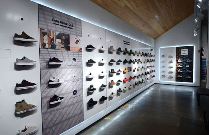 Consulado solamente Mejor  Converse Just Opened Its Biggest Store in the World | Store design  interior, Shoe store design, Store design