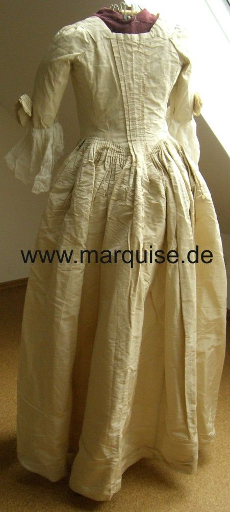 Robe à l'Anglaise taffetà di seta color crema, originale dal tardo 18 ° Secolo