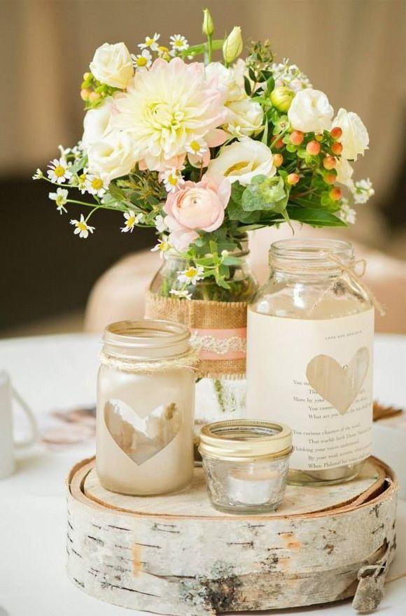 Decoracion de boda con corazones. Centro de mesa rodaja de madera