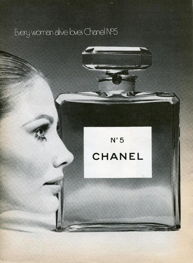 1969 CHANEL No.5 EVERY WOMAN ALIVE LOVES CHANEL No. 5 PRINT AD MAUD ADAMS PHOTO