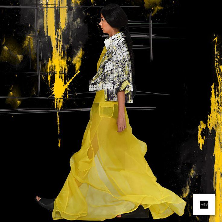La yuxtaposición de prendas características de MEV, crean nuevos volúmenes y movimientos en telas de fibras naturales como la organza de seda , y otras sintéticas como el nylon y el acetato.