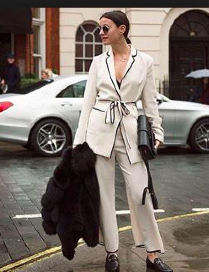 Lej denne hvide Zara frakke str. M for kun 40 kr. om dagen på RentAtrend. Virkelig flot og stilren blazer/jakke fra Zara i cremefarve.  #Zara #coats #secondhand #fashion