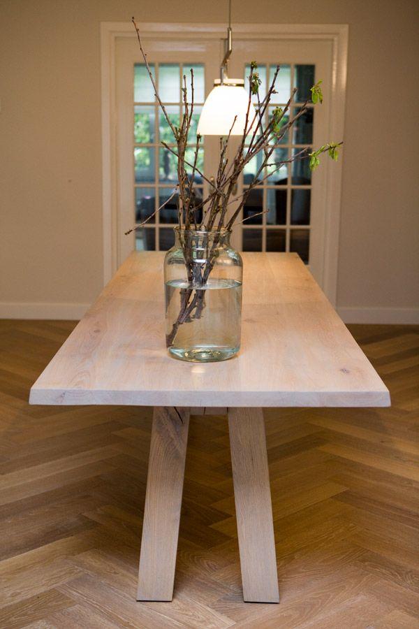 Eetkamer tafel Jackie  Ontwerp: Joeri Koolhoven