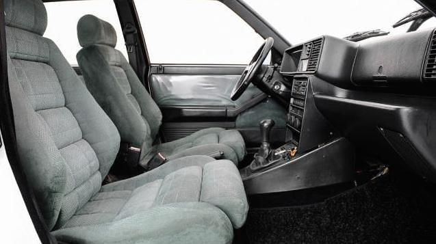 Deze maagdelijk witte Lancia Delta 2.0i.e. turbo 16V HF integrale uit 1991 wordt te koop aangeboden in Italië met slechts 46.000km op de teller via...