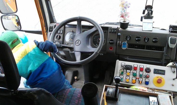 Zwiedzanie zajezdni trolejbusowej w Gdyni - wóz naprawczy