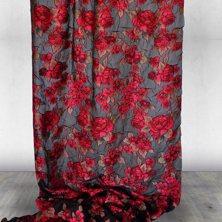 Rosanera#filcoupé#silk#castellodelbarro#preciousfabrics#