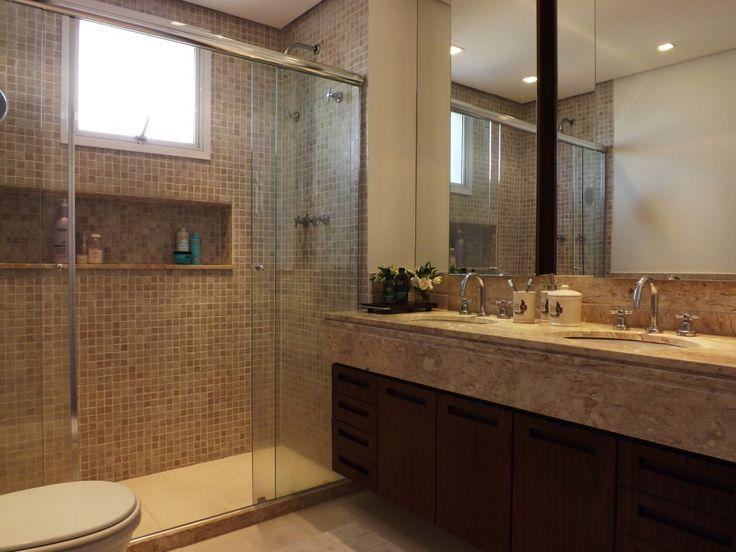 Banheiro  Pia em mármore Travertino com duas toneiras traz praticidade e ind -> Banheiro Decorado Com Marmore Travertino