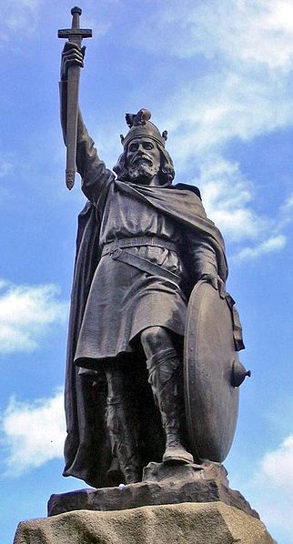 This picture shows Alfred the Great's statue at Winchester. Hamo Thornycroft's bronze statue erected in 1899.
