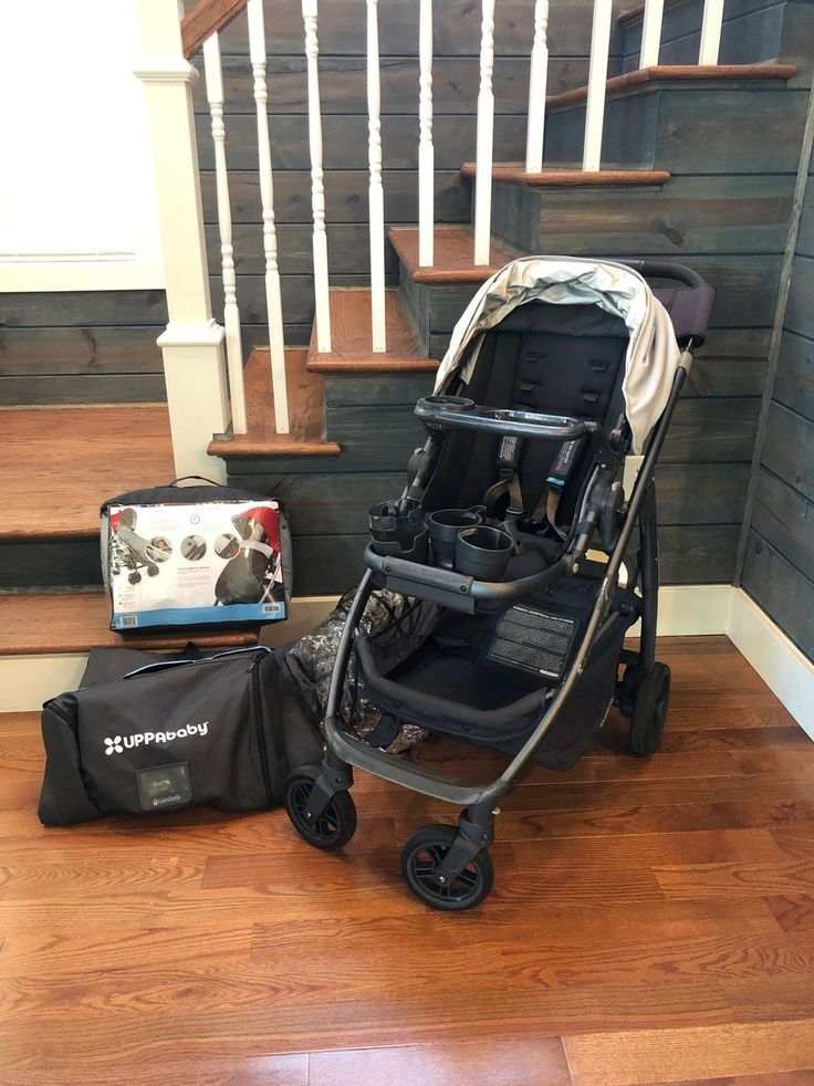 2015 Uppababy Cruz Includes grey canopy, parent console