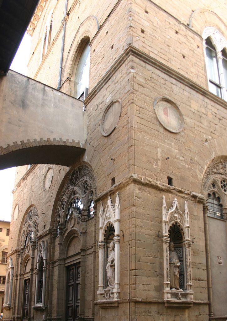 Orsanmichele Church and Museum - Florence. Орсанмикеле, деталь.