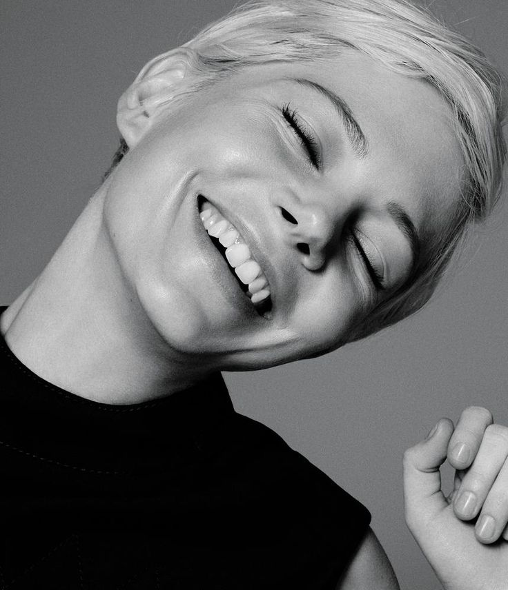 Michelle Williams has long been one of my favorite actresses, and not only because the girl knows how to rock a pixie cut. The WSJ Magazine has put her on their February 2017 cover (there are two equally chic versions) and I'm wishing I could track down a copy here in Denmark. Photographed by Daniel Jackson, Michelle …