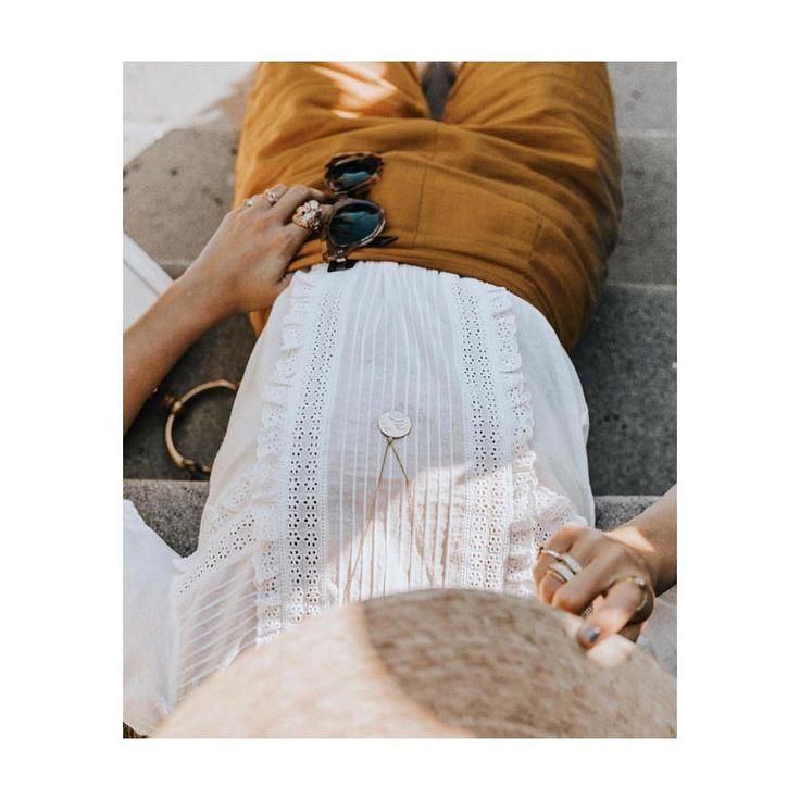 Oh les beaux jours ❤️Avec nos blouses délicates issues de la nouvelle collection :))#sezane #ohlesbeauxjours #sezanemonamour @collagevintage  #Regram via @sezane