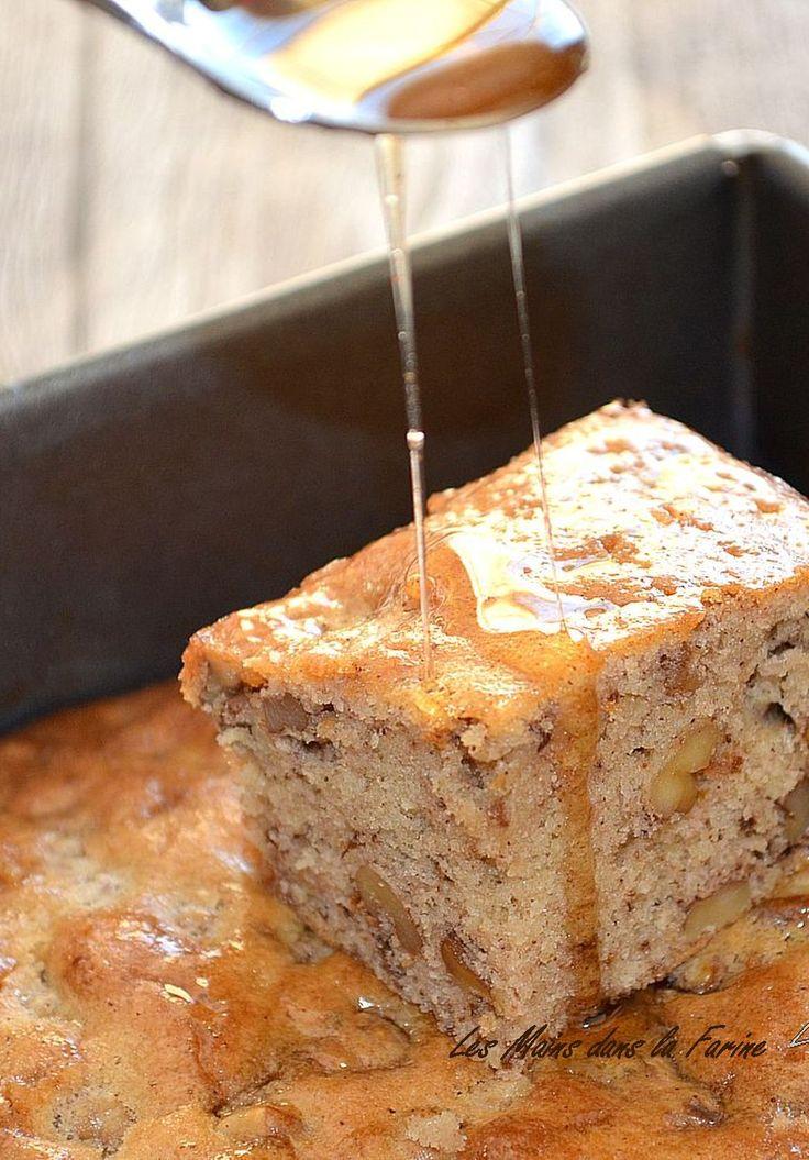 Karythopitta, gâteau grec aux noix et aux épices. . La recette par Les mains dans la farine.