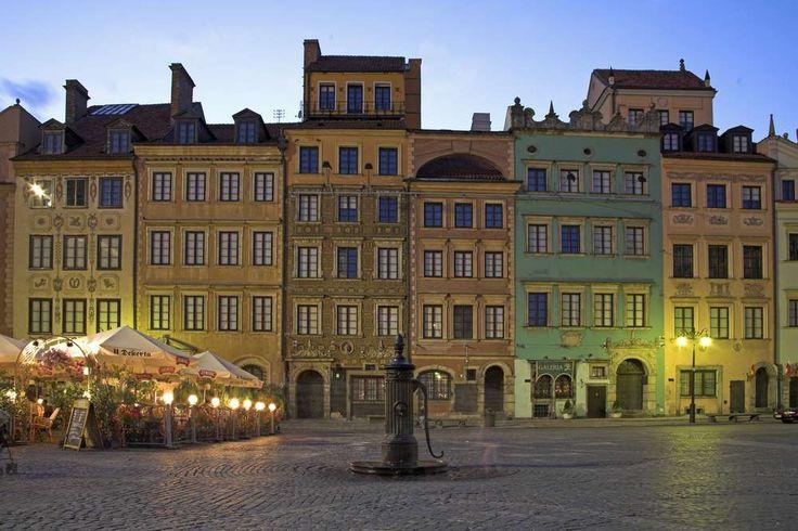 VARSÓVIA —Polónia -  Durante a Segunda Guerra Mundial, o Centro Histórico da cidade (foto) foi completamente d... - Shutterstock