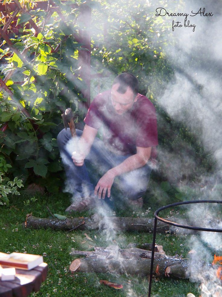Żeby było ognisko, to trzeba najpierw narąbać drzewa ;)