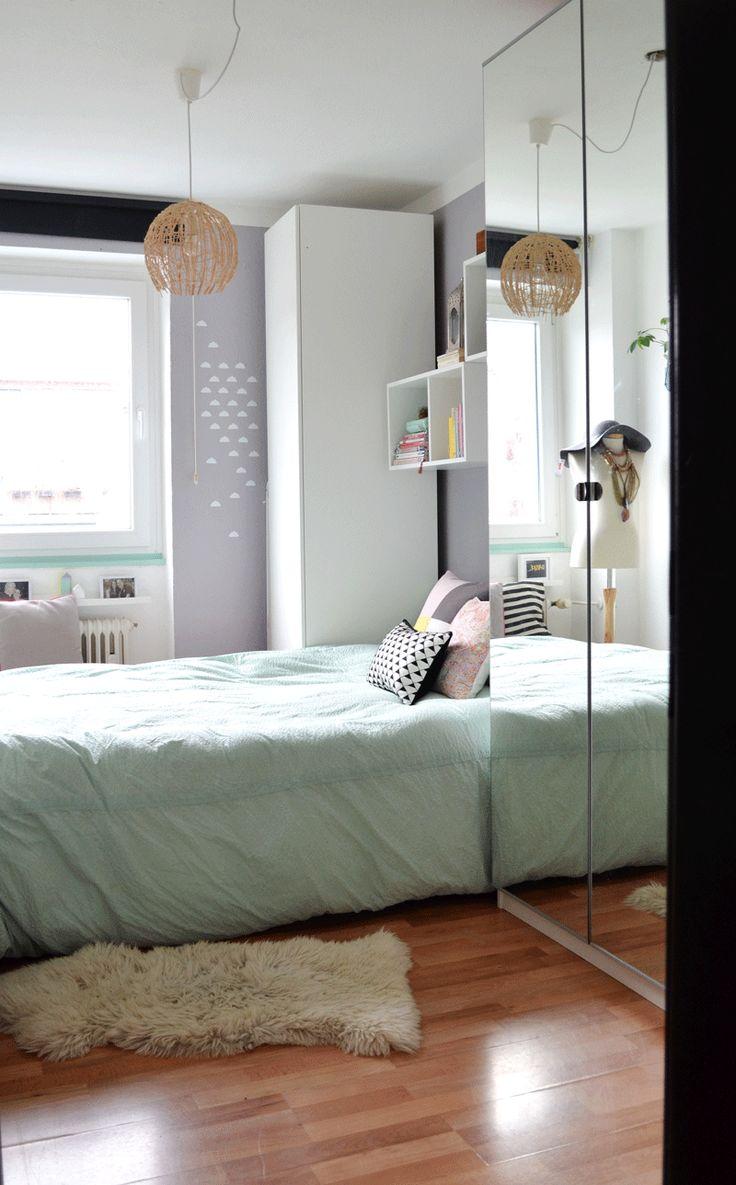 Schöne Pastell Farben Und Dekoration Im Kleinen Schlafzimmer, Das Wir  Praktisch Eingerichtet Haben. Blumenampel Trifft Pastell Und Orient.