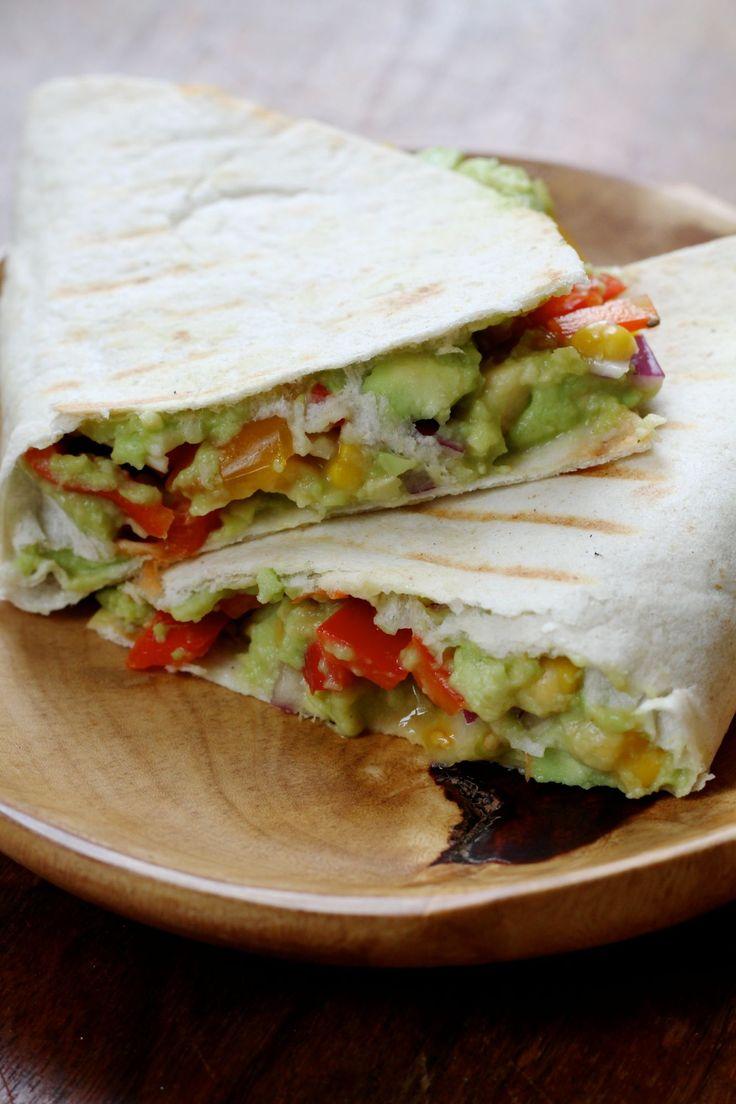 Vegan quesadillas met guacamole, in plaats van kaas.