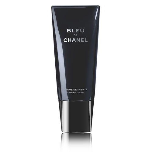 Chanel Bleu De Chanel Crème De Rasage, un prodotto versatile che si adatta ad ogni esigenza per una rasatura completa. Per baffi e pizzetto, con la sua texture trasparente garantisce precisione per realizzare tutti gli stili. Si consiglia di applicare sul viso inumidito con acqua calda massaggiando la crema con movimenti circolari. In seguito si sciacqua con acqua fredda.