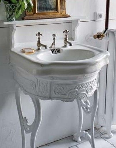 What a lovely bathroom pedestal.