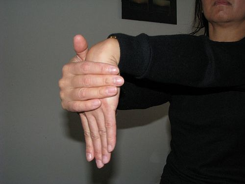 Arm and Hand Stretches for Musicians. I LOVE this article and I think all instrumentalists should read it at least once! *especially strings and piano*