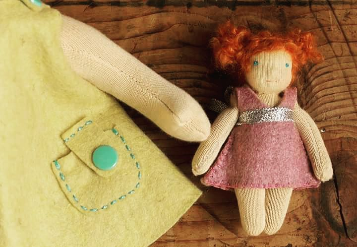 The little sister. <3 #waldorfdoll #dollsewing #littlesister #waldorf #naronka #waldorfbaba  #instadoll #doll #redhead #redhair #feltdress #handmade #handmadedoll #naturaltoy