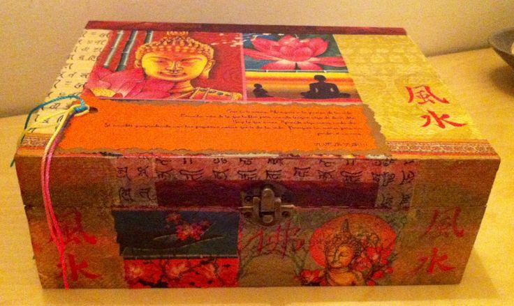Caja decorada con decapage