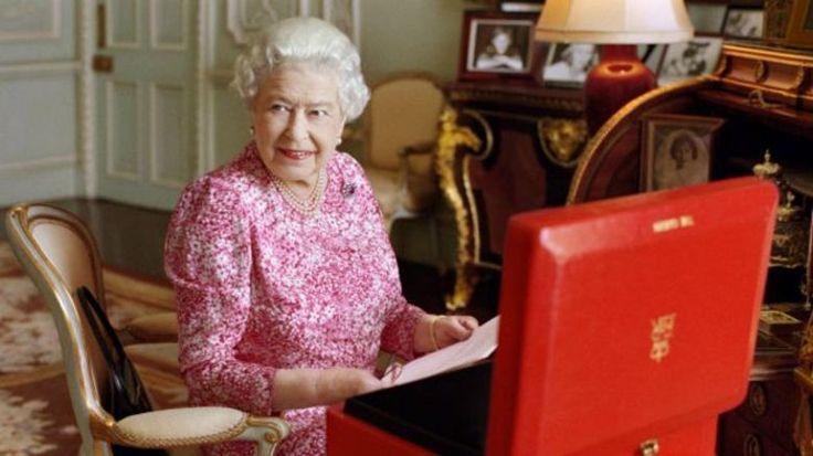 Ela já era a monarca mais velha na história do Reino Unido. A partir de hoje, será também a que reinou por mais tempo: após 63 anos e 216 dias no trono, a rainha Elizabeth 2ª desbancará sua tataravó, rainha Vitória, até então detentora do recorde.A BBC mostra aqui 14 curiosidade sobre a vida e o reinado dela