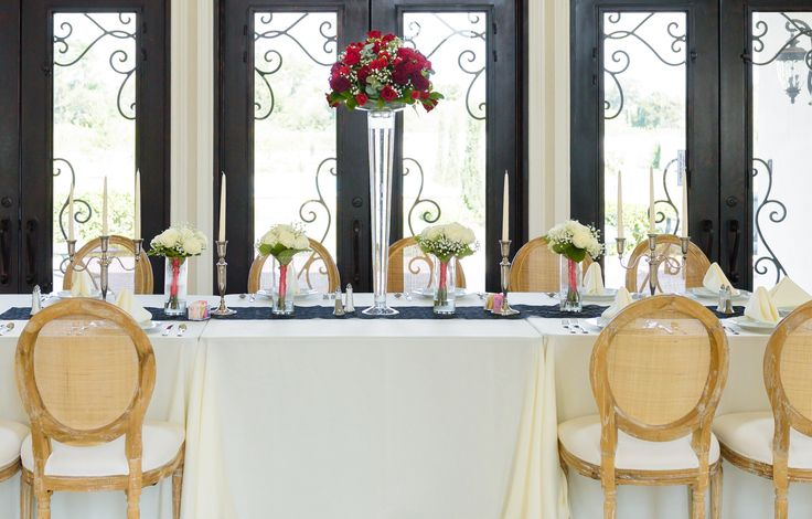 Bridal Party table, Red rose centerpiece all whit roes bouquets; Photographer: http://www.michelleechavarriaphotography.com