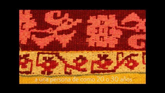 María Teresa Curaqueo, una tejedora mapuche, observa una manta de Lonko, (sobremakuñ) de la colección del Museo Chileno de Arte Precolombino y da claves para entender sus significados. Realización: Claudio Mercado M.
