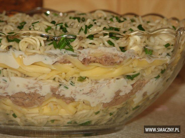 Tuńczyk pięknie podany poleca się na kolacyjną ucztę :)  http://www.smaczny.pl/przepis,warstwowa_salatka_z_makaronem_chinskim_i_tunczykiem  #przepisy #sałatki #sałatkaztuńczykiem #sałatkazrybą #tuńczyk #ryba #pomysłnasałatkę #dobrasałatka #sałatkanapiątek
