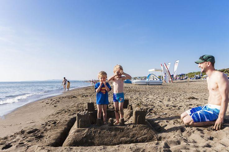 Camping aan het strand in Toscane: het strandpaviljoen Etruria Beach met bar, animatie aan het strand en kano- en waterfietsverhuur