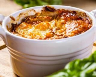 Gratin léger et doré de cardons suisses : http://www.fourchette-et-bikini.fr/recettes/recettes-minceur/gratin-leger-et-dore-de-cardons-suisses.html